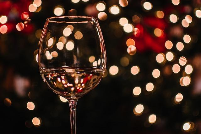 Ein schön inszeniertes Glas Wein